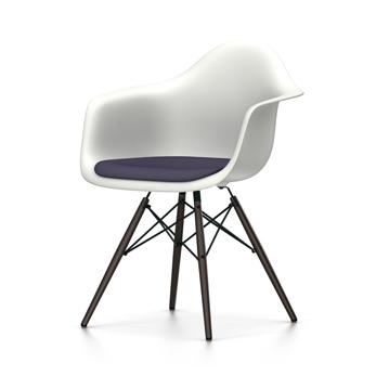 VITRA chaise fauteuil avec coussin et piètement noir Eames Plastic Armchair DAW NOUVELLES DIMENSIONS (Blanc, coussin bleu foncé marron marécage
