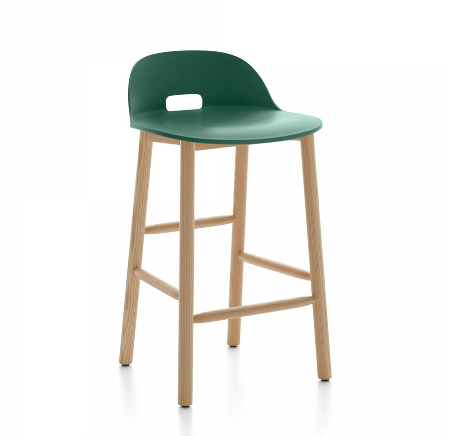 emeco alfi counter stool low back tabouret avec le dossier bas vert et fr ne clair. Black Bedroom Furniture Sets. Home Design Ideas