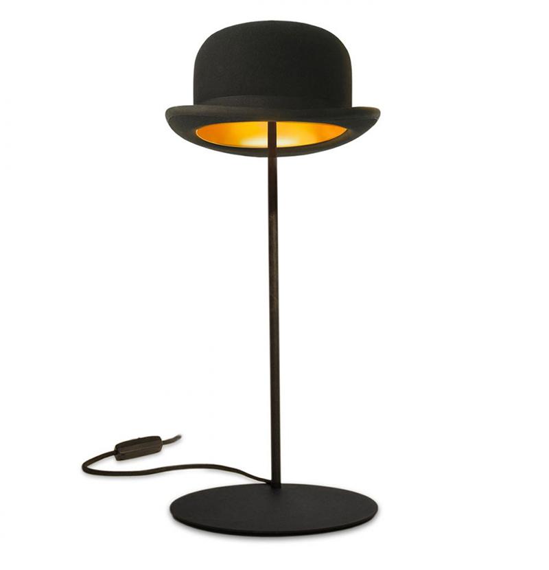innermost lampe de table avec le chapeau jeeves bombetta nera con interno dorato feutre et. Black Bedroom Furniture Sets. Home Design Ideas